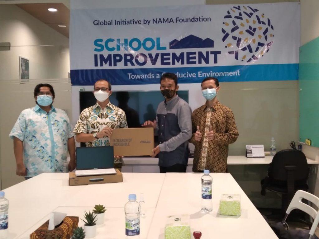 Penyerahan bantuan sarana pendidikan dari NAMA Foundation